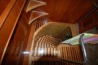 Лестница в нижний салон